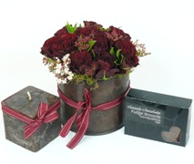 Gift idea of red roses and candles gift box. Free gift Delivery Auckland.
