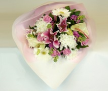 pink and white flower bouquet free delivery Auckland wide