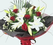 Roses and Lillies vox bouquet. FREE Delivery North Shore Auckland.