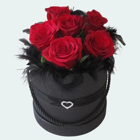 6 Red Roses in Heart Hatbox
